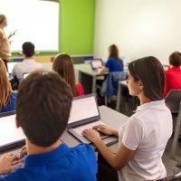 Salle de classe ordinateurs